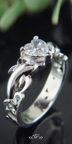 【Jewelry in My Box】14kt white gold Dolphin ring with heart diamond