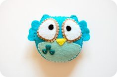 felt owl...I've made this little guy to put on several things, he's a doll!