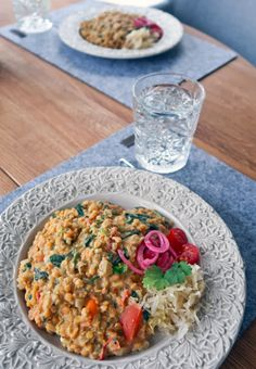 Dhal, indisk linsgryta. Dhal, Indian lentil curry. Indian Lentil Curry, Dhal, Lentils, Vegetarian Recipes, Grains, Veggies, Rice, Food, Cilantro