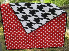 Houndstooth quilt...love the back, too.
