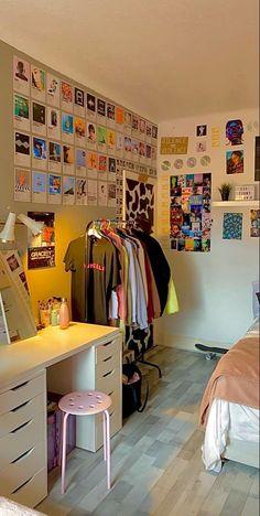 Room Design Bedroom, Room Ideas Bedroom, Bedroom Decor, Bedroom Inspo, Indie Room Decor, Chill Room, Retro Room, Vintage Room, Neon Room