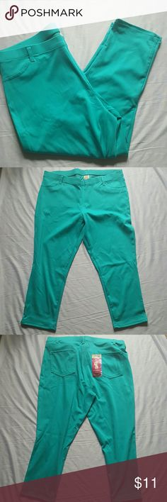 "CAPRI LEGGINGS Pretty turquoise Capri Leggings  XXL turquoise  Capri  Leggings  2 back functional pockets  18"" flat waist  11"" rise 31.5 total length  22.5 inseam Faded Glory Pants Capris"