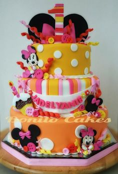 """Minnie Mouse  - Cake by Bonito Cakes """"Arte q se puede comer"""""""