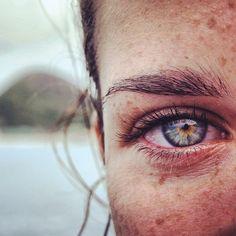 photography, black and white, portrait, Woods Photography, Eye Photography, Spirit Photography, Beautiful Freckles, Beautiful Eyes, Amazing Eyes, Pretty Eyes, Cool Eyes, Gif Kunst