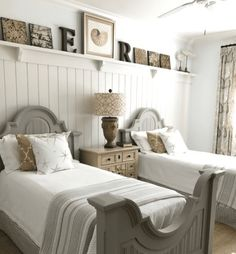 Find the top-rated beach themed bedroom decor ideas for your beach home inspiration. You will love these coastal bedroom ideas. Beach Bedroom Decor, Beach House Bedroom, Bedroom Themes, Home Bedroom, Twin Bedroom Ideas, Beach Inspired Bedroom, Beach Condo Decor, Home Themes, Nautical Bedroom