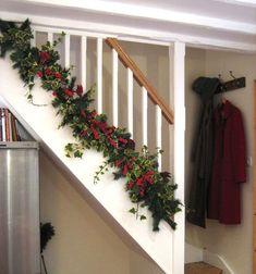 Christmas Stairs Decorations, Diy Christmas Garland, Beautiful Christmas Decorations, Christmas Porch, Holiday Decor, Stair Decor, Staircase Decoration, Garland Decoration, Garland Ideas