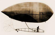 Alberto Santos Dumont, airship No. 9, La Baladeuse, which flew over Paris in the 1900s.