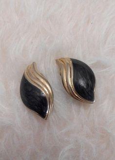 À vendre sur #vintedfrance ! http://www.vinted.fr/accessoires/boucles-doreilles/26433967-boucle-doreille-a-clips-noire-et-or