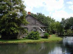 Lafayette, LA : Acadian Village, Lafayette LA. A typical Cajun dwelling