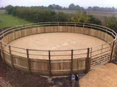 Horse Round Pen, Round Pens For Horses, Horse Barn Decor, Horse Barn Designs, Horse Pens, Chicken Barn, Pallet Barn, Horse Corral, Horse Ranch