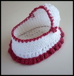 Ravelry: Cherub Comfort Cradle pattern by Myshelle Cole Mamma That Makes: Crochet Moses Basket Free pattern This post shows you how to Crochet Mini Baby Shower Favors with Free Patterns. Sweet and easy Mini Dresses are perfect for Baby Shower. I hope eve Baby Doll Clothes, Crochet Doll Clothes, Crochet Dolls, Knitted Dolls, Crochet For Kids, Free Crochet, Mini Bebidas, Baby Engel, Preemie Crochet