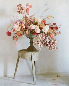 Beautiful Fall Flower Arrangements Ideas That You Can Make It Self - Blumen Ideen Fall Flower Arrangements, Floral Centerpieces, Wedding Centerpieces, Wedding Bouquets, Deco Floral, Arte Floral, Floral Design, Fall Flowers, Fresh Flowers