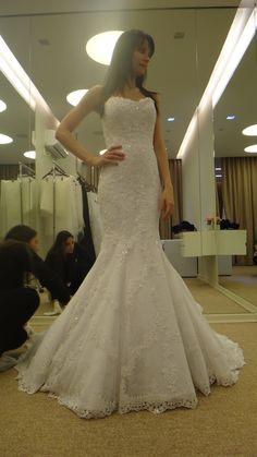 Meu vestido de noiva. Confira tudo sobre o meu casamento: http://pausaparavaidade.com/category/organizando-meu-casamento/ #BlogPPV #pausaParavaidade #bride #noiva #vestidodenoiva #wedding