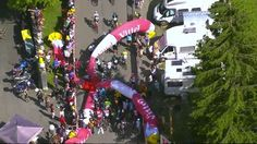 Banner crash on riders on stage 7