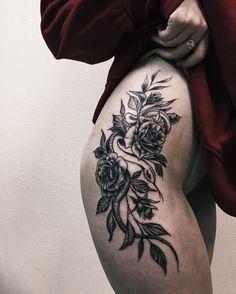 тату  татуировка бедро змея цветы