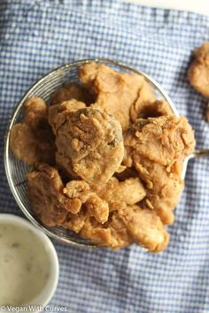 Fried Oyster Mushrooms - Vegan With Curves Vegan Recipes Easy, Vegetarian Recipes, Cooking Recipes, Vegan Meals, Vegan Food, Cooking Bacon, Vegan Snacks, Fried Mushrooms, Stuffed Mushrooms