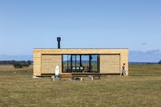 Completed in 2015 in José Ignacio, Uruguay. Images by Leonardo Finotti . Dwell between the countryside and the beach To inhabit the binomial countryside-beach entails dialogs between uses and customs intuitively...
