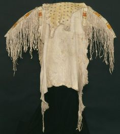 War shirt, 1843 Antelope skin, quill work Courtesy of the Alabama Department of Archives and History, Montgomery Native American Shirts, Native American Warrior, Native American Indians, Native Americans, Native Indian, Native Art, Indian Male, American Indian Costume, Indian Costumes