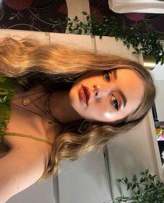 Waves on blonde hair, necklaces - ChicLadies. Beauty Makeup, Hair Makeup, Hair Beauty, Baddie Makeup, Aesthetic Makeup, Aesthetic Girl, Aesthetic Outfit, Pretty Makeup, Makeup Looks