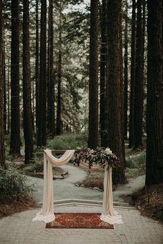 #weddingdecore #weddingideas Wedding Ceremony Ideas, Wedding Tips, Wedding Venues, Ceremony Arch, Wedding Arbors, Outdoor Wedding Arches, Backdrop Wedding, Wedding Ceremonies, Wedding Poses