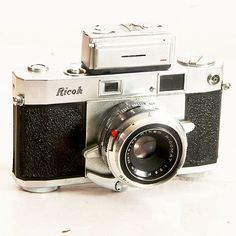 Vintage Ricoh 500 Rangefinder Camera With Meter Antique Cameras, Old Cameras, Vintage Cameras, Photography Camera, Vintage Photography, Photography Tips, 35mm Digital Camera, Film Camera, Classic Camera