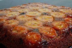 Banana Upside Down Cake with Chocolate Chips Recipe : A moist and tender upside down chocolate chip banana cake smothered in caramel! Köstliche Desserts, Delicious Desserts, Yummy Food, Sweet Recipes, Cake Recipes, Dessert Recipes, Banana Upside Down Cake, Chocolate Chip Recipes, Chocolate Chips
