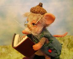 WILLIE~ A LITTLE MINIATURE READING MOUSE BY POPPENMOON #POPPENMOON