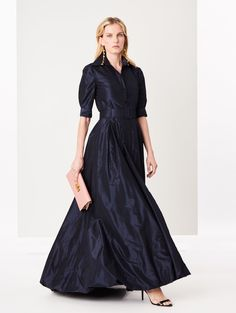 Shop for Oscar de la Renta Navy Silk-Taffeta Gown and designer Gowns and Caftans at the official ODLR website. Taffeta Dress, Silk Taffeta, Silk Dress, Long Sleeve Evening Gowns, Long Sleeve Gown, Evening Dresses, Formal Gowns With Sleeves, Black And Gold Gown, Dresses Elegant
