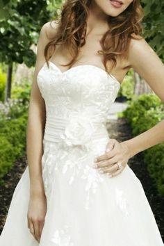 Elegant A-line Sweetheart Organza Wedding Dress application