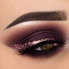 Sumply stunning purple eye makeup #GlitterEyeliner