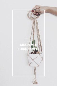 Heute habe ich eine Anleitung für eine DIY Makramee Blumenampel für euch. Und zwar die einfache Variante mit den Grundknoten.             Ihr braucht dafür: Übertopf 16 x 150 cm lange Juteschnüre oder ähnliches Holzperlen (optional) DIY Makramee Blumenampel  Zuerst macht ihr einen KnotenRead more