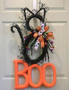 Black Cat Wreath Idea - Halloween Decorating Ideas - Boo Halloween wreath #falldecoratingideas #fallwreaths #HalloweenDecorations #Wreathhalloween #HalloweenHomeDecor #HalloweenDecorations2016 #halloweenwreathsforfrontdoor #diyhalloweenwreath #halloweenwreath #halloweencraftsideas #DIY #crafts #DIYhalloweenwreath #DIYhalloweendecorations #doorwreath #halloweendecor #halloweendecorations #halloweendecoratingideas