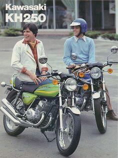 Got me to buy one! Kawasaki 250, Kawasaki Motorcycles, Vintage Motorcycles, Cars And Motorcycles, Vintage Bikes, Vintage Ads, Vintage Posters, Retro Bike, Motorcycle Posters
