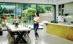 For English elegance with Aussie rules, welcome to Sydney-born lifestyle entrepreneur Sommer Pyne's beaut of a South London home. Edwardian House, Victorian Homes, Kitchen Layout, Kitchen Design, Kitchen Ideas, Vitra Chair, Open Plan Kitchen Living Room, Dining Room, Hallway Inspiration