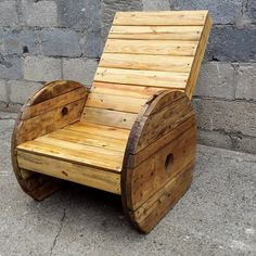 Pallet and Spool Wheel Outdoor Chair - 50+ DIY Pallet Ideas That Can Improve Your Home | Pallet Furniture
