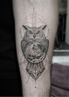 Incredible owl tattoo by Dr Woo, Tattoos by Dr Woo Owl Tattoo Design, Circle Tattoo Design, Moon Tattoo Designs, Tattoo Designs And Meanings, Cool Forearm Tattoos, Cool Small Tattoos, Trendy Tattoos, Leg Tattoos, Sleeve Tattoos