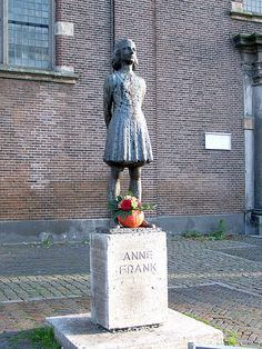Statue of Anne Frank. Anne Franks diary tells us about the events of the Holocaust and World War She tells us about the past. Margot Frank, Anne Frank Quotes, Holocaust Memorial, Utrecht, American History, American Women, Native American, Les Oeuvres, World War