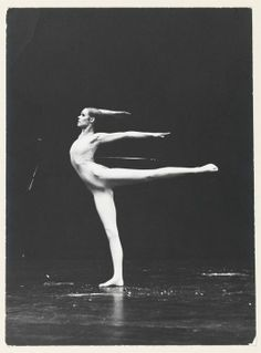 Carolyn Carlson deposits fifty years of work at the BNF and continues its momentum Photographie Art Corps, Photos Black And White, Gewichtsverlust Motivation, Dance Movement, Dance Poses, Dance Choreography, Foto Art, Modern Dance, Just Dance