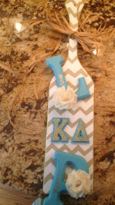 Kappa Delta sorority paddle chevron burlap... I love the style of the paddle and colors