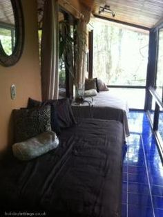 Sunroom with incredible views and 2 extra twin beds this could be a nice option