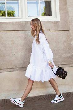 Trendy Dresses, Women's Dresses, Dress Outfits, Summer Dresses, Simple Dresses, Dress And Sneakers Outfit, Dresses Online, Street Style Summer, Street Style Women