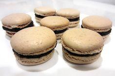 Macarons com recheio de chocolate preto | Cozinha com tomates