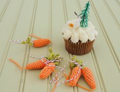 Free crochet pattern for mini carrots