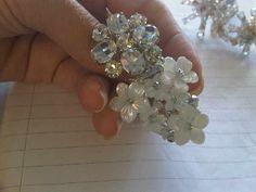 Anillo realizado con nacar,perlas y cristales