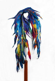 Gevilte sjaal omslagdoek lang voelde Nuno-Nuno boho folk doek sjawls vilten Veel mooier dan de afbeelding! Een sjaal van onze werkplaats. Hand vilten met zijde. Kan het heerlijk zachte - gebonden en verpakt gedragen zijn, in vele opzichten. Hij kan een CAP, een riem of halsband sjaal. Onze