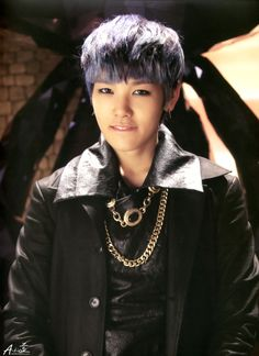 Zelo (B.A.P.) @Maka Manna Manna Horan He give you dat come hither look. ^_^