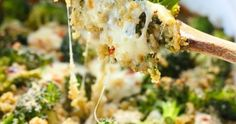I love quinoa. I have been experimenting with it not only for savory dishes like this Broccoli quinoa casserole but for sweet dishes as well. Pesto, Broccoli Quinoa Casserole, Vegetarian Dinners, Savoury Dishes, Mashed Potatoes, Cauliflower, Vegetables, Ethnic Recipes, Sweet