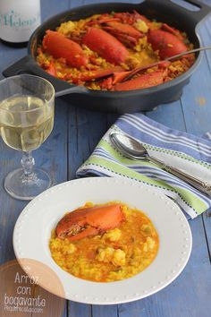 El arroz con bogavante es una receta de arroz con mucho sabor a mar. Sorprende a todo el mundo con esta receta de arroz con bogavante paso a paso.