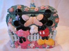 Disney Mickey & Minnie Kinds Of Cookies, Cute Cookies, How To Make Cookies, Cookie Jars, Cookie Cutters, Cookie Containers, Disney Mickey, Disney Magic, Disney Pixar