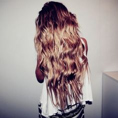 Wish I had long wavy hair like this!